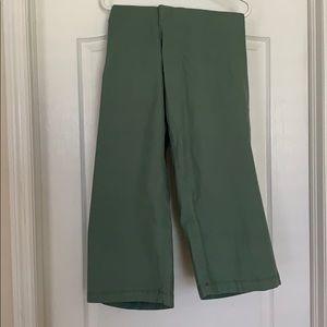 NWT Old Navy Capri length green pants.